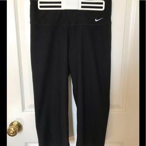 Nike Women's DriFit Loose Fit Black Capri Small